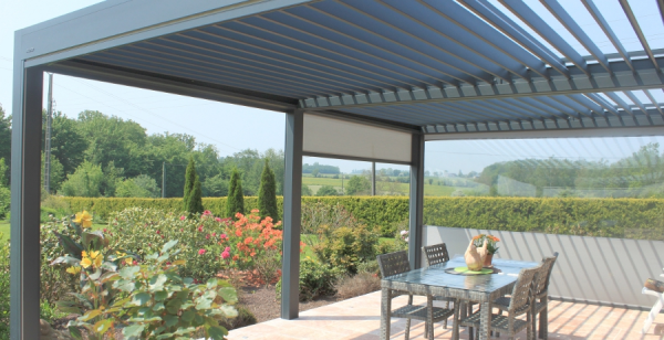 Pergola bioclimatique en Basse Normandie - Logikinov, fenêtres ...