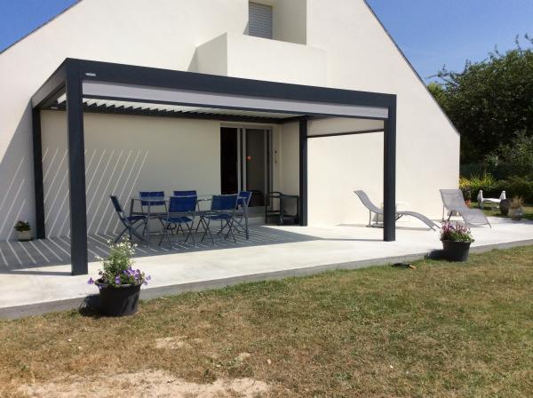 pergola bioclimatique en basse normandie logikinov fen tres portes et pergolas caen. Black Bedroom Furniture Sets. Home Design Ideas