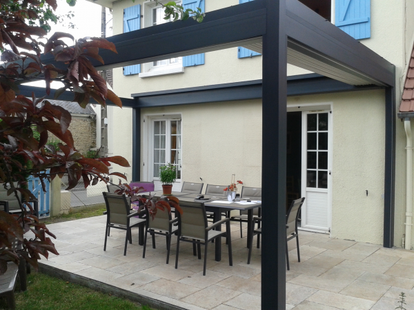 Pergola bioclimatique en basse normandie logikinov for Pergola bioclimatique retractable