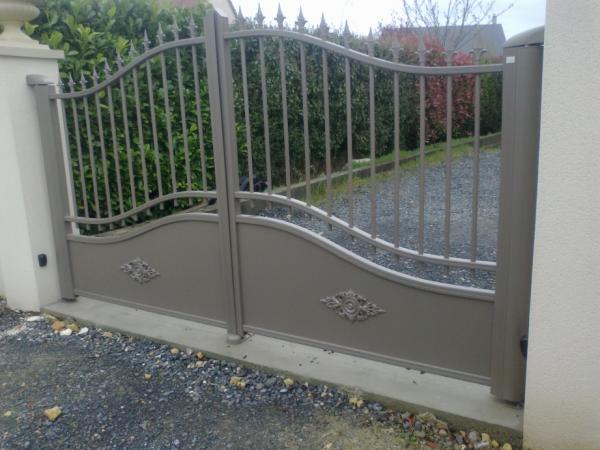 Portail aluminium logikinov fen tres portes et pergolas caen for Couleur ral caen